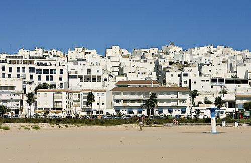 Conil seen from the beach of Los Bateles - Holiday Rentals in Conil