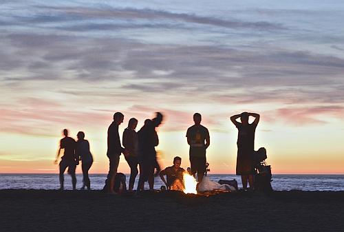 Hogueras en la Playa en la Noche de San Juan