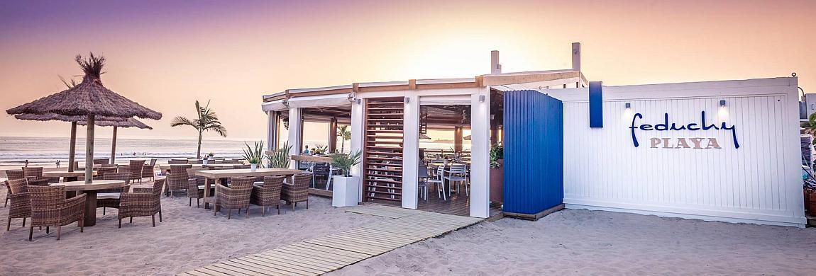 Exterior del Chiringuito Feduchy Playa en la Playa de La Fontanilla